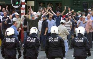 BRU103D:SPORT-SOCCER-EURO2000:BRUSSELS,16JUN2000 - English hooligans face Belgian riot police during clashes in central Brussels June 16. Some dozen England hooligans have been arrested and one fan and one policeman were injured in the clashes. England will play Germany tomorrow in the southern city of Charleroi within the group A of the European championship. hrm/Photo by Yves Herman REUTERS